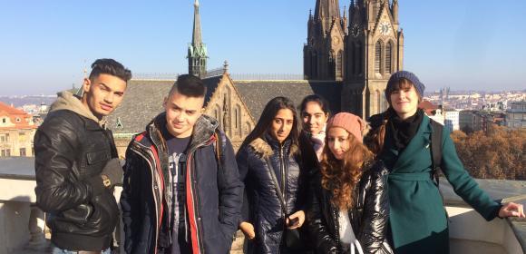 Romští studenti oslavili Mezinárodní den studentů